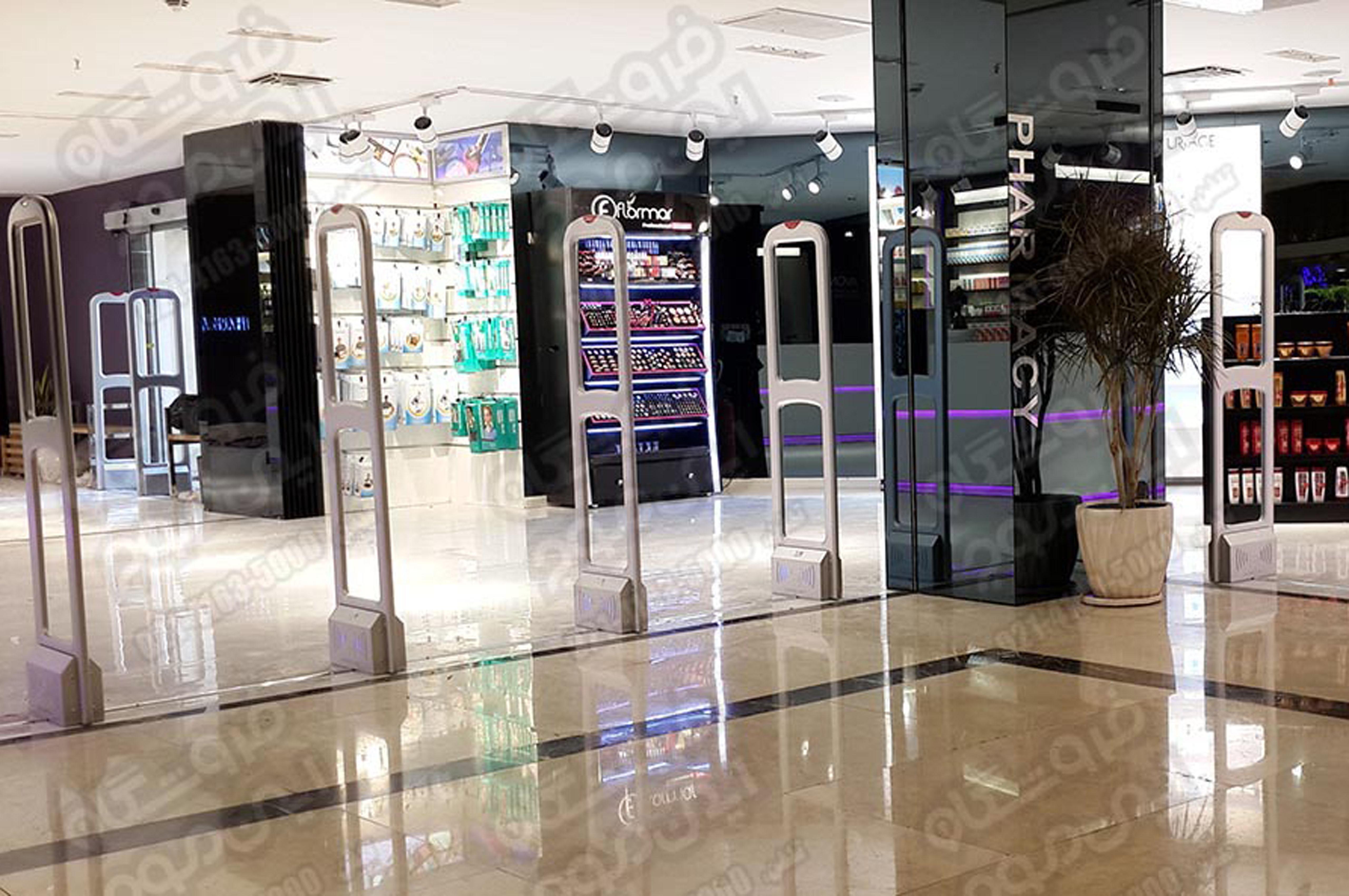 گیت-فروشگاهی-سوپر-گیت-نصب-شده-در-فروشگاه-لوازم-آرایشی