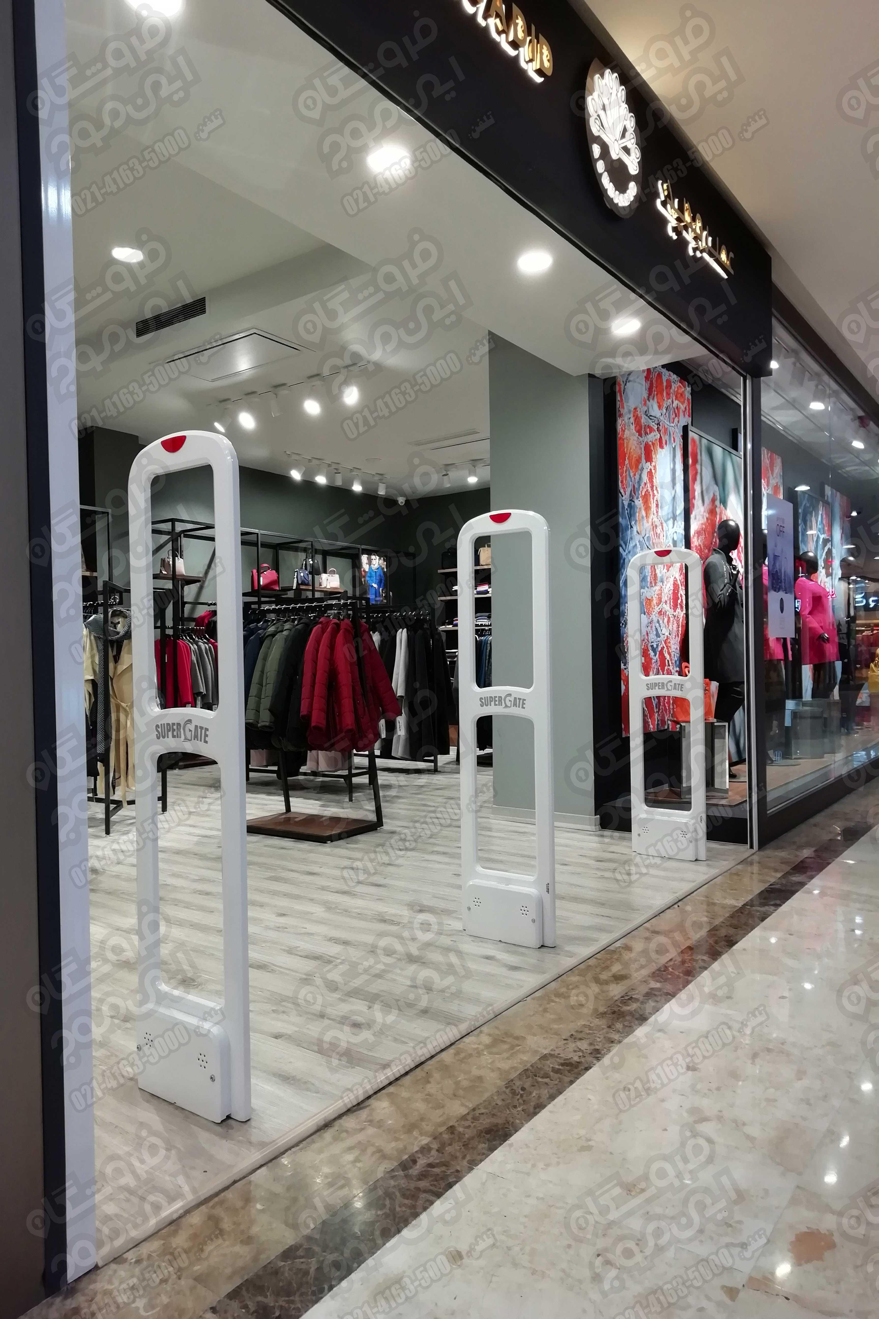 گیت-فروشگاهی-سوپر-گیت-نصب-شده-در-فروشگاه-بزرگ-لباس