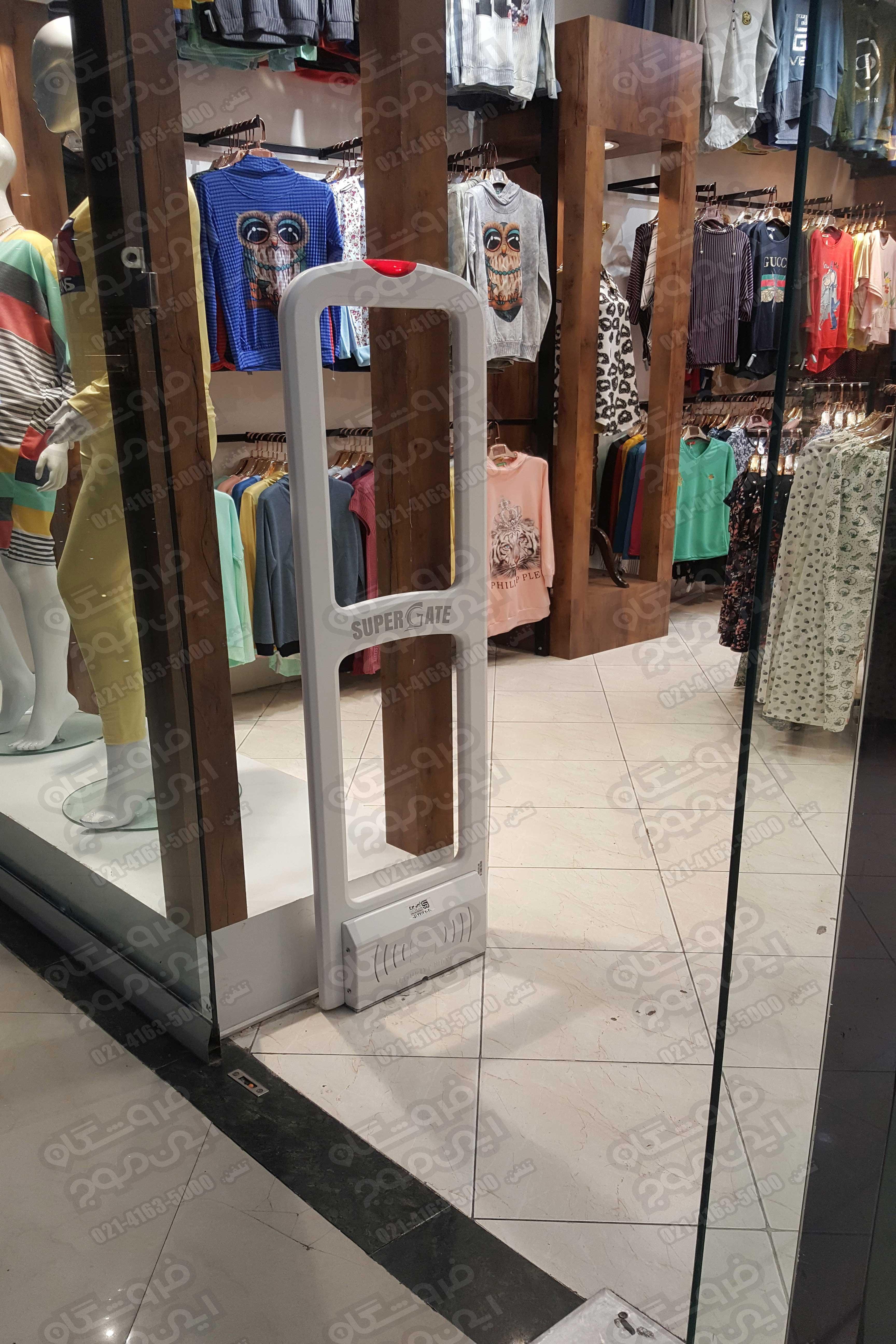 گیت-فروشگاهی-سوپر-گیت-نصب-شده-در-فروشگاه-لباس