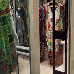 گیت-فروشگاهی-ای-ام-جی-استفاده-شده-در-فروشگاه-لباس-با-لباس-سیز