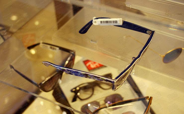 برچسب-دزدگیر-روی-عینک-طبی