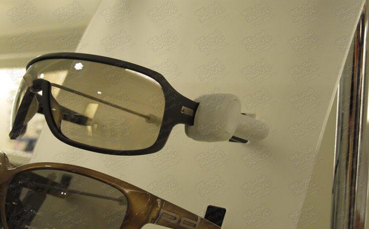 تگ-آچاری-استفاده شده-روی-دو-عینک-آفتابی