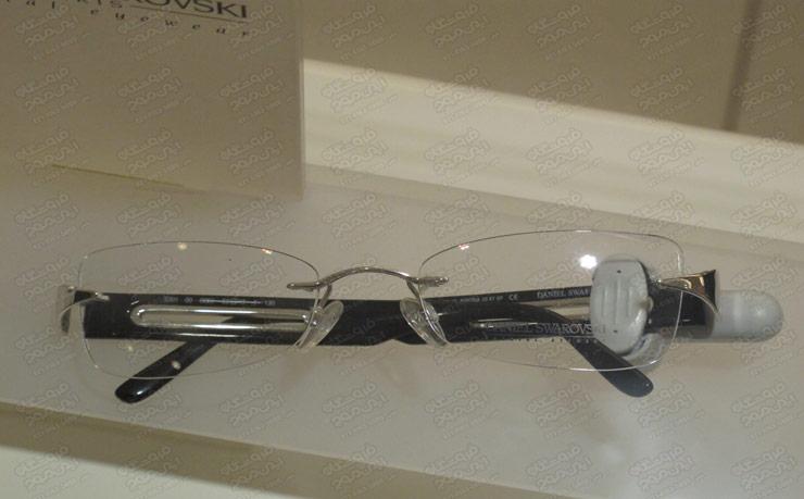 تگ-آچاری-روی-عینک-طبی