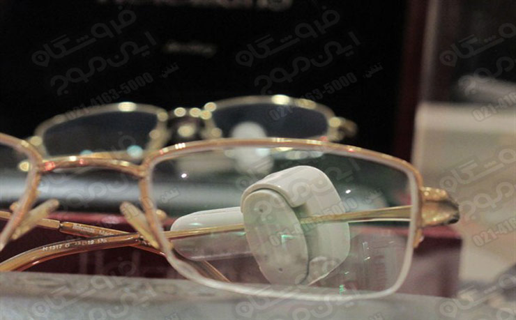 تگ-عینک-تتگ آچاری عینک-ضد-سرقت-نصب شده-روی-عینک